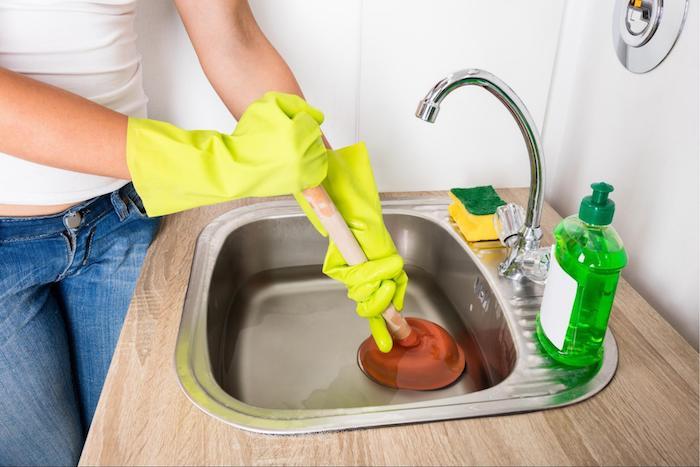 Unclogging sink