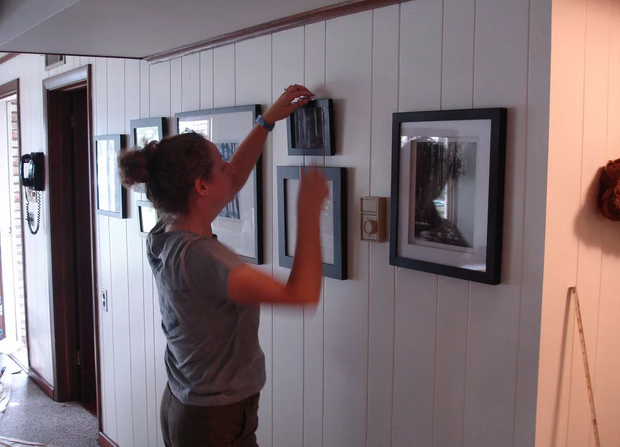 how to hang a picture without a nail
