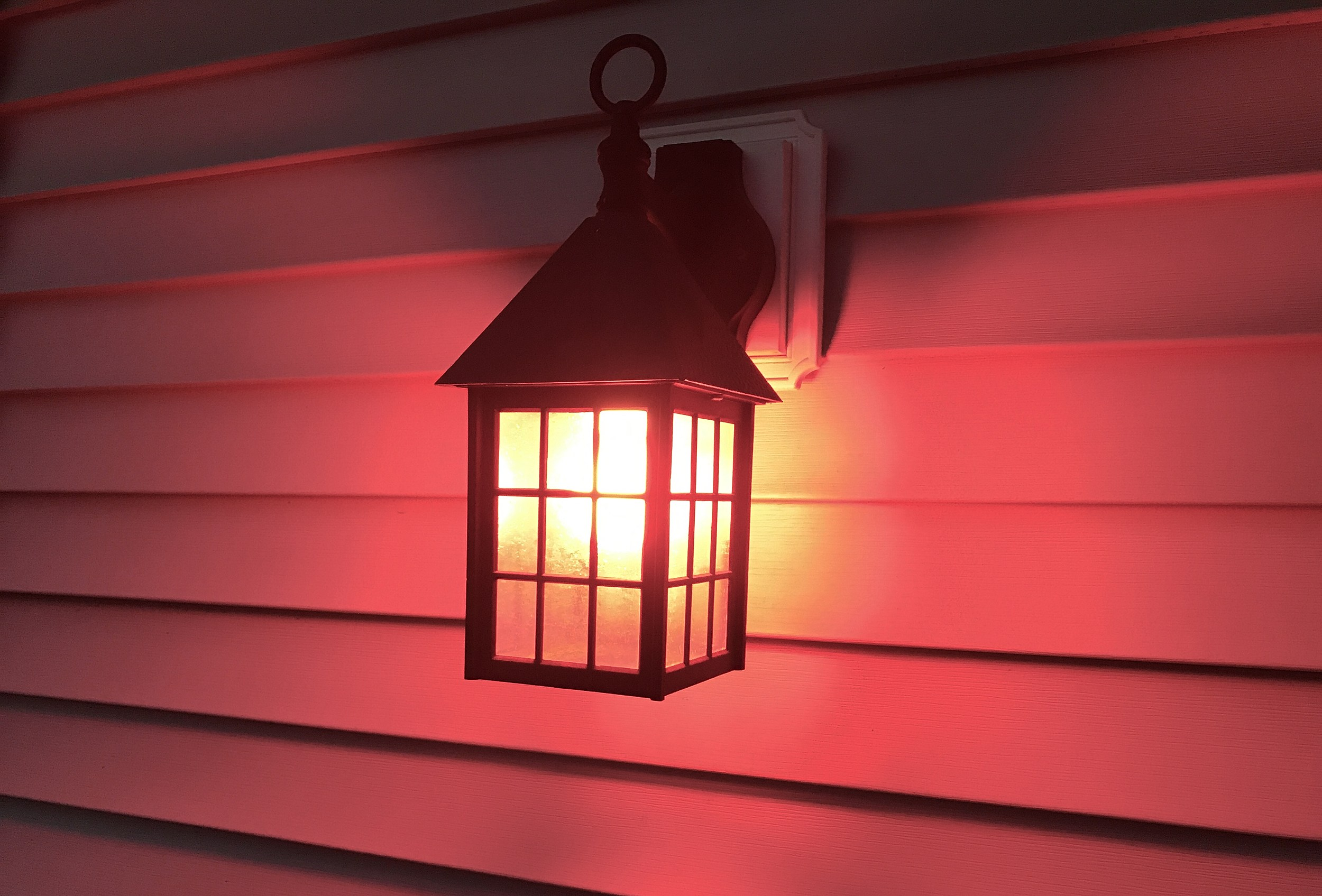 what does a red porch light mean