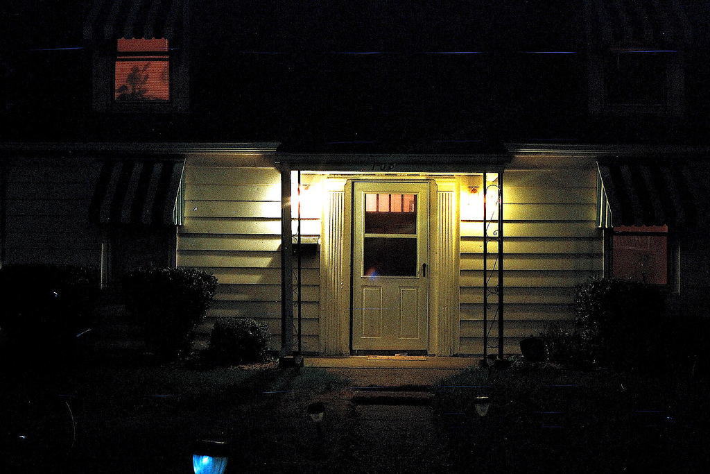 green porch light meaning